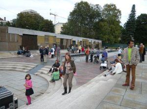 11 Klosterenga skulpturpark med mur og basseng