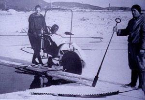 17 Hovind Ismagasin skjærer is på dammen