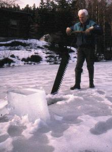 33 Ragnar Høvik demonstrerer isskjæring på Isdammen